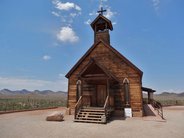 Apache Trail Goldfield Ghost Town église b