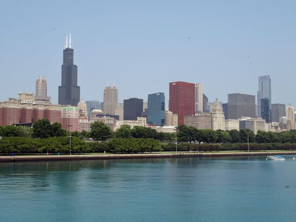 Chicago-skyline-vue-de-Campus-Museum-b.jpg