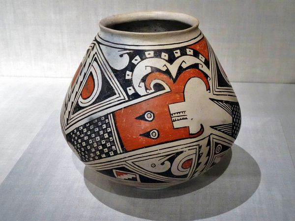 Chicago-Art-Institute-vase-New-Mexico.jpg