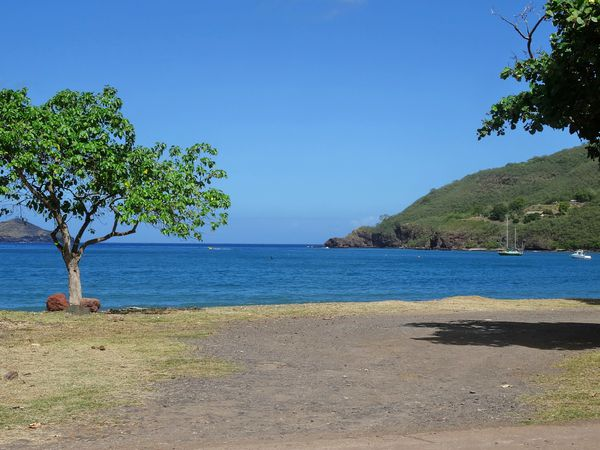 Marquises-Nuku-Hiva-033-Taiohae-ecole-plage.jpg