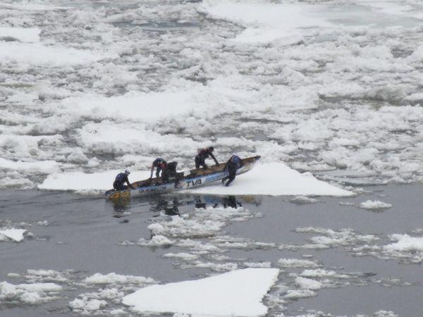 Québec Course de canots sur glace