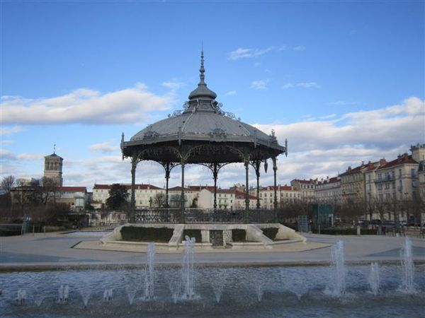 2012-06 0136-valence-kiosque-cathedrale