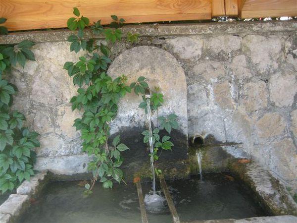 2013-04-0148-chamaloc-fontaine.JPG