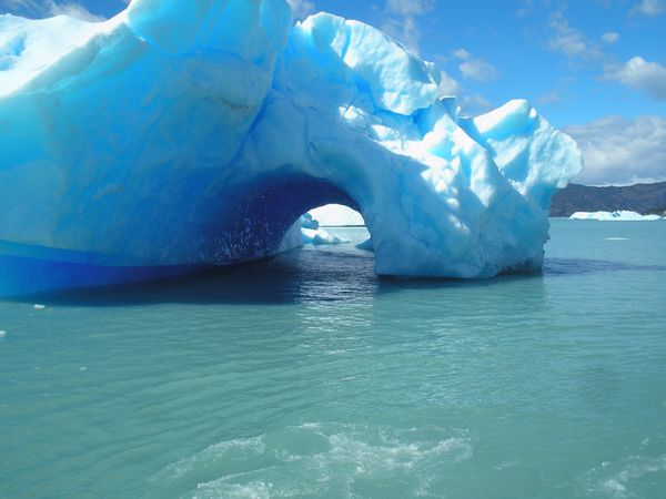 Iceberg_1600x1200.jpg