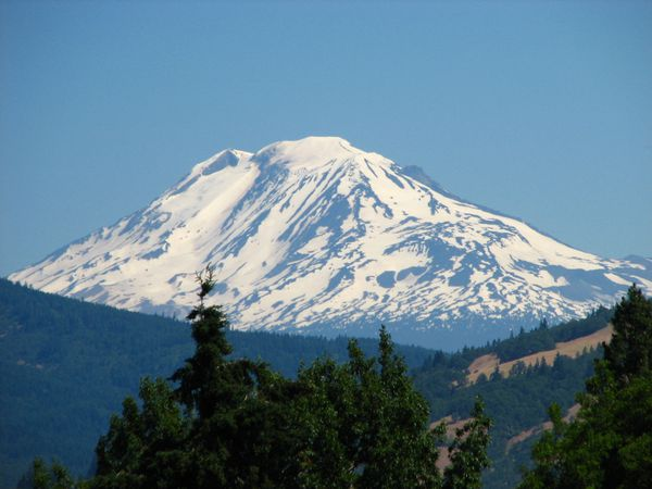 Mount_Adams_from_Hood_River_Oregon.jpg