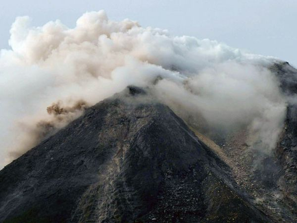 1026indonesiavolcano-26.10.10.-AFP.jpg
