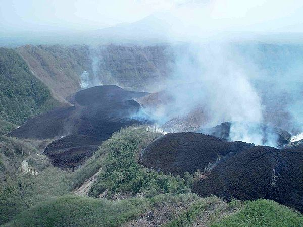 Pago-crater-lime-and-lava---M.Yoshimoto.jpg