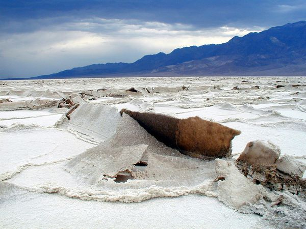 Death-valley---Salt-s-bed---NPS.jpg
