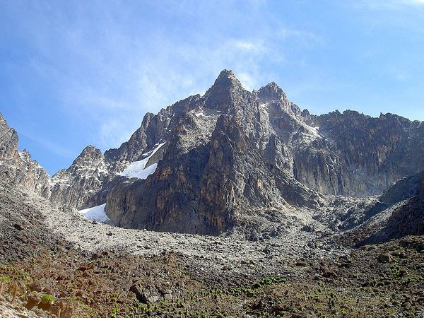 800px-Batian_Nelion_and_pt_Slade_in_the_foreground_Mt_Kenya.JPG