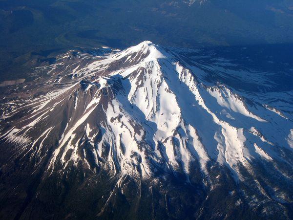 MtShasta_aerial-wiki.JPG