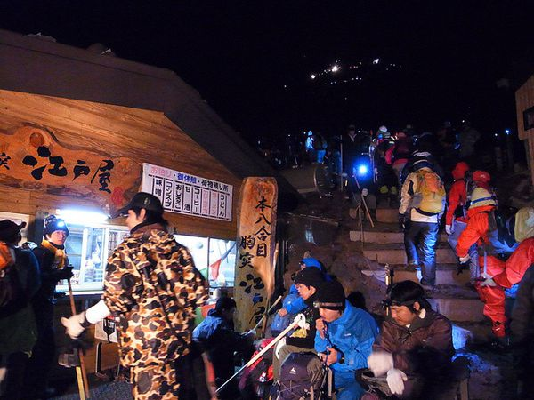 fuji-night-climb---unmissible-Japan.jpg