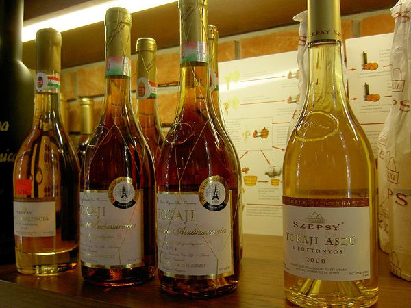 -Several_bottles_of_Tokaji---takato-marui.jpg