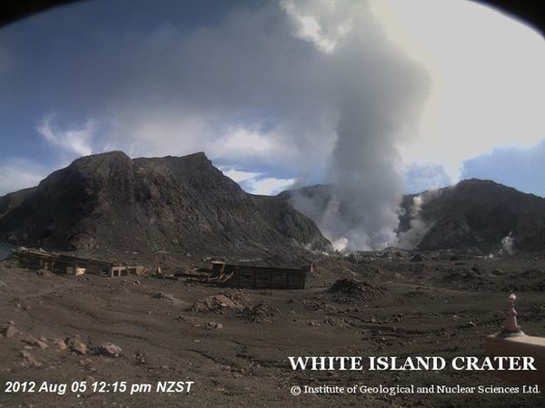 White-island-05.08.12-5h12pm---GNS-Scince.jpg