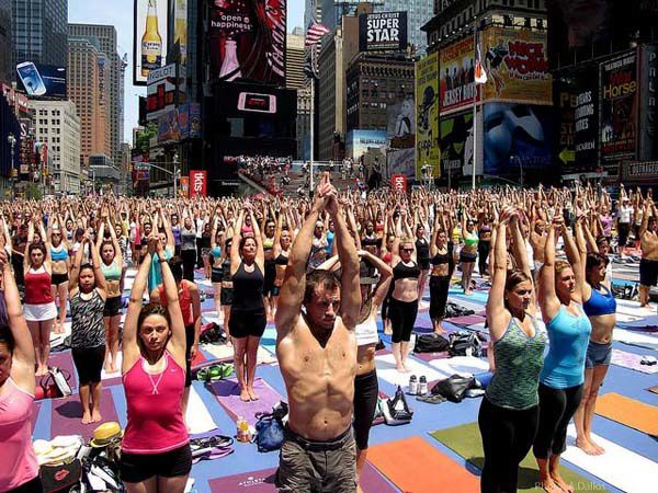 yoga-Time-Square-NY-03