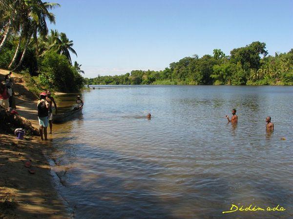 sur-la-riviere-Mananara-4338-Riviere-Mananara--640x480-.JPG
