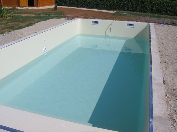 En cours 9x4 blocs poly cash piscines piscines for Piscine bois 9x4