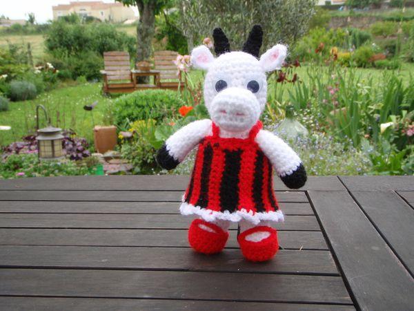 vache-robe-rouge-et-noire-21-mai-2013--15-.JPG