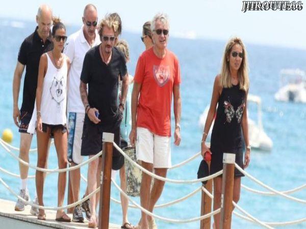 Johnny-Hallyday-en-famille-et-entre-amis--escapade-copie-3.jpg
