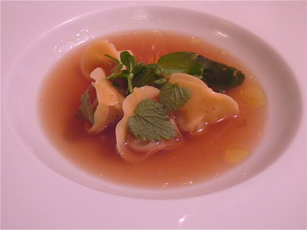 tortellini-de-celeri--pignon-de-pain--consomme--oeuf-de-sa.JPG