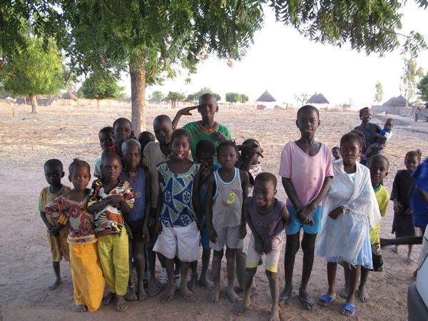 Les enfants au village