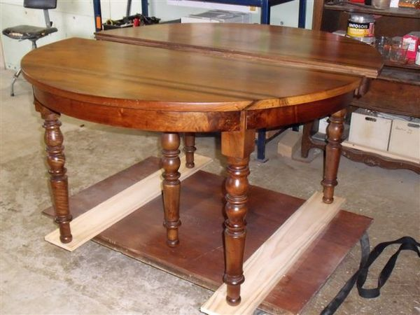 Table ronde noyer brocante thamalet for Table 6 pieds