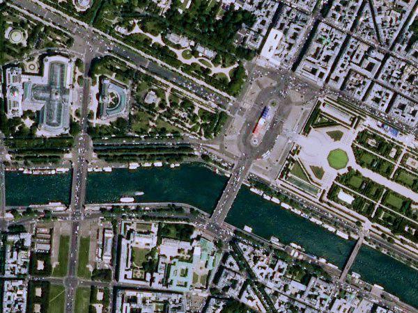 Spot 7 - Paris - 14 juillet - Défilé - détail