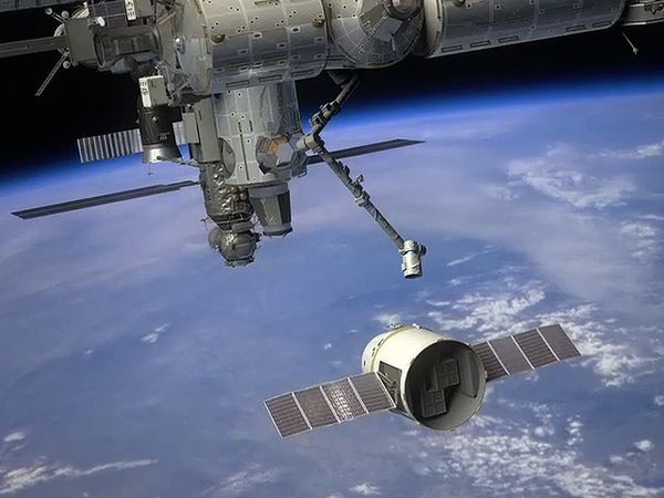 Space-X---Dragon---ISS---Bras.jpg