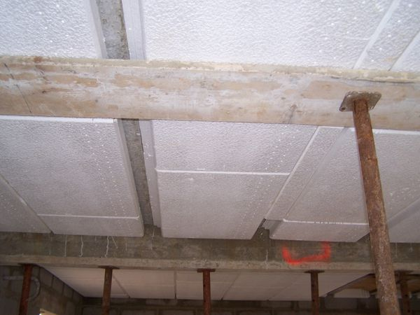 Le blog de voici le for Dalle de plafond en polystyrene