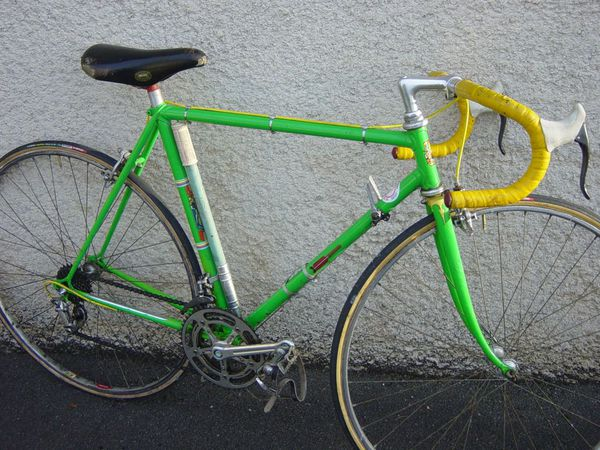 Velo-Urago-vert-av-resto.jpg