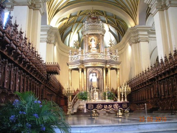 CATHEDRALE--LIMA.JPG