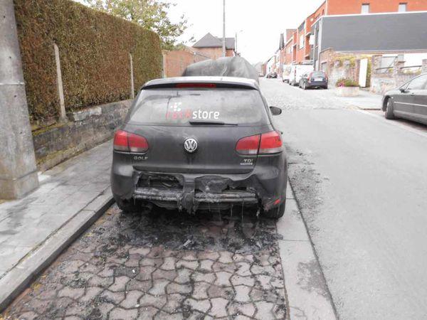 DSCI0025 chapelle-rue-alphonse-briart voiture-calcinee 2014