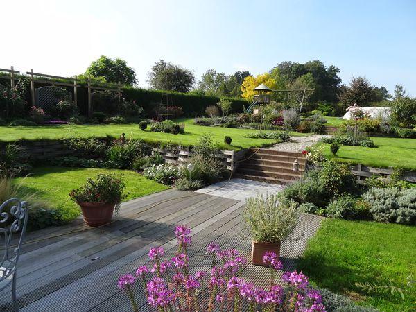 Quelques vues du jardin en cette belle après-midi ensoleillée