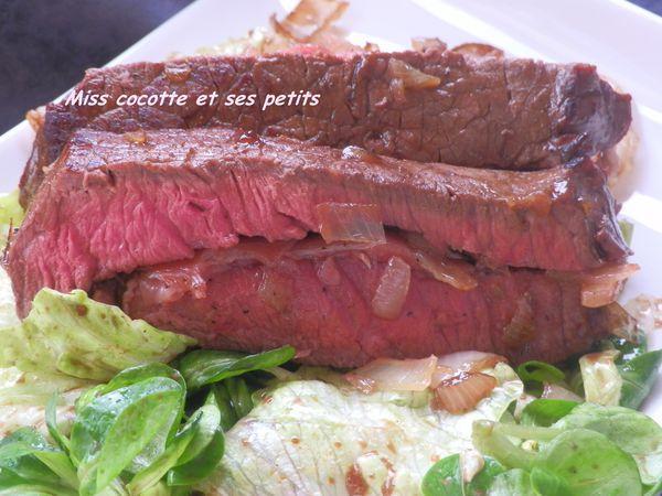 roti-de-boeuf-aux-oignons-barde-de-jambon-de-pays--2-.JPG