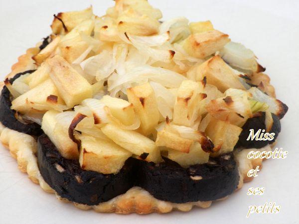 tartelettes-pommes-boudin-et-oignons.jpg