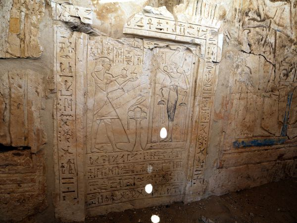 egypt_saqqara_new_tomb_discovered-1.jpg