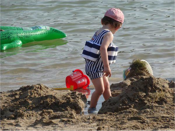 maillot-de-bain-bebe-a-flotteur-archimede.jpg