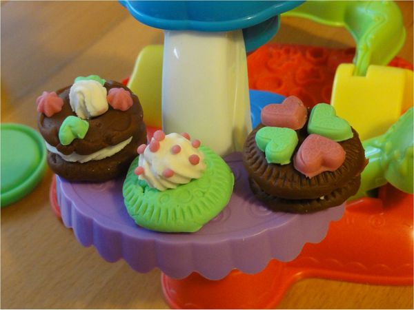petits mignons et en p te modeler cupcakes et gourmandises play doh lucky sophie. Black Bedroom Furniture Sets. Home Design Ideas