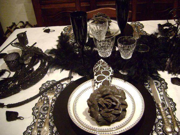 table-glamour-au-feminin-en-noir-et-blanc-001.jpg