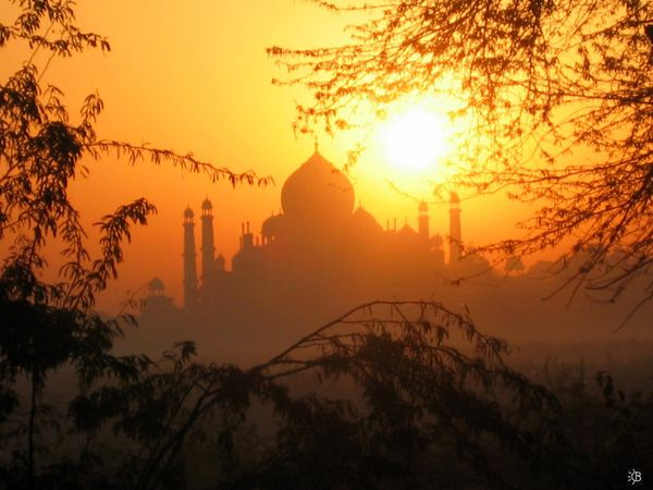 Sunrise_on_Taj_Mahal_II_by_xarlottphotos.jpg