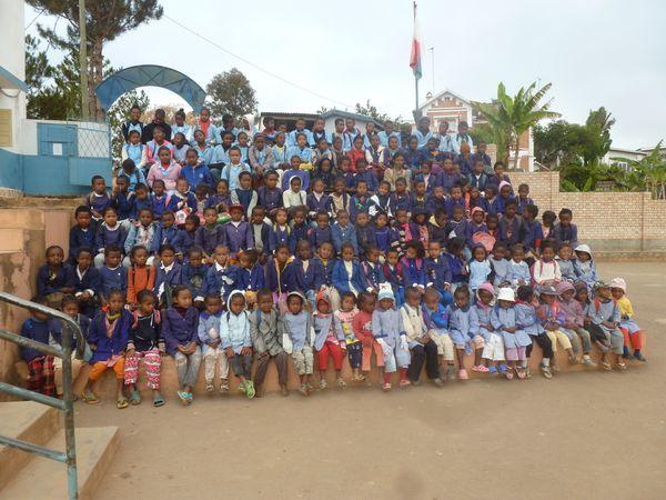 enfants parrainés école St Gabriel Antsobolo