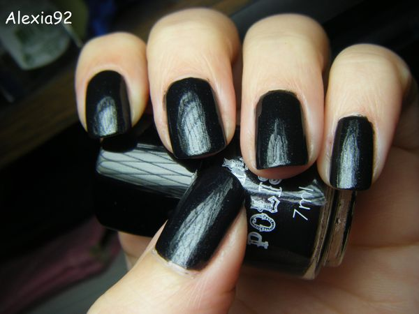 nail polish noir les ongles d 39 alexia. Black Bedroom Furniture Sets. Home Design Ideas