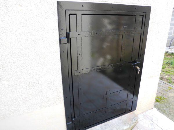 porte de cave fer forg le blog de. Black Bedroom Furniture Sets. Home Design Ideas