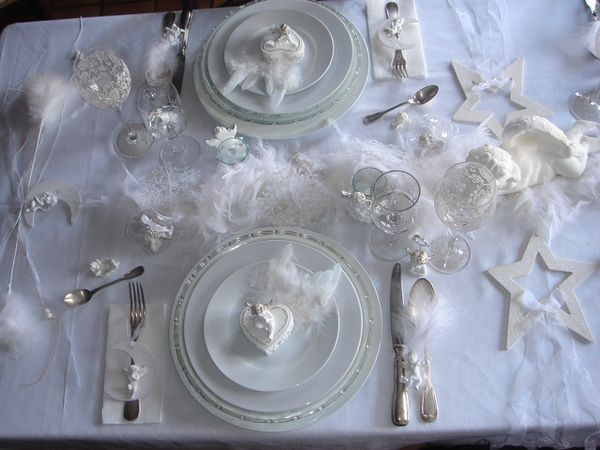 Table no l ang lique toute blanche le blog de lestresorsdemathilde - Table de noel blanche ...