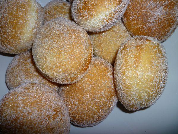Beignets pour mardi gras uneliyaasdebonneschoses - Recette de beignet moelleux et gonfle ...