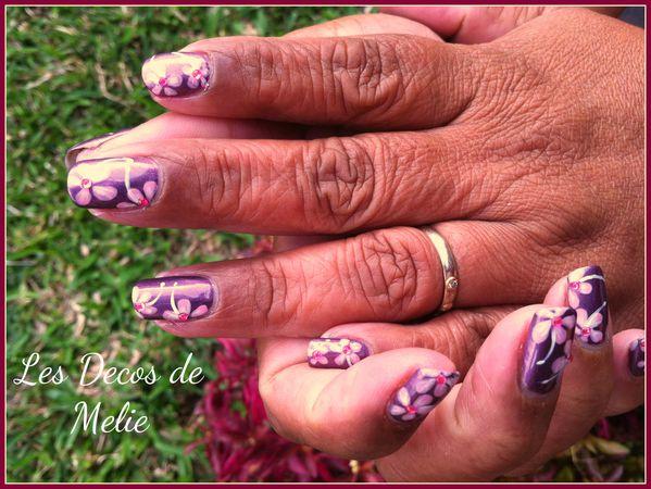 nail-art-fleurs-a-l-acrylique-sur-vernis-magnetique-non-mag.jpg
