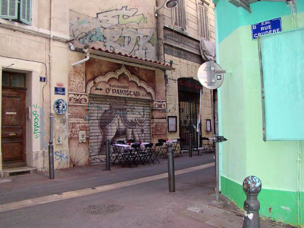 fa&#xE7;ade restaurant pakistanais.jpg