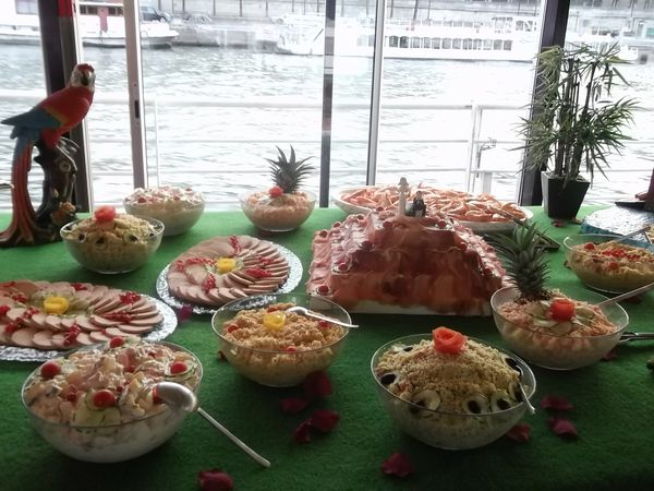 Menu-buffet-Show.-Entrees---plat-chaud---fromage.-21.99-.JPG