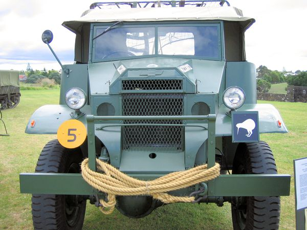 1941_chevy_gun_tractor_02_of_16.jpg