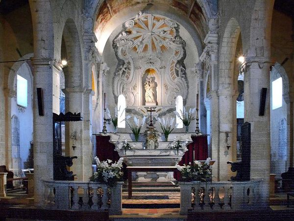 800px-St-Florent-cathedrale-choeur.jpg
