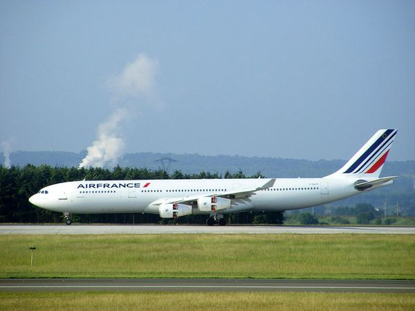 800px-Air_France_Airbus_A340-311_F-GLZC_-_Paris_CDG.jpg